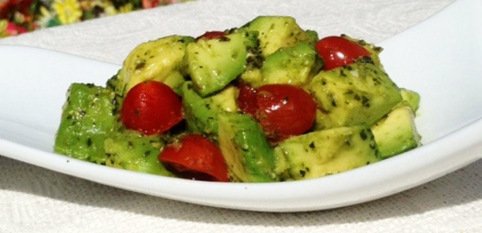32 Avocado and Tomato Mixed with Basil Sauce * *