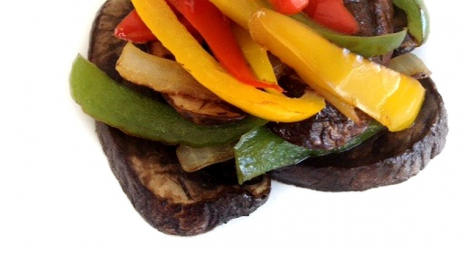 25 Stir-fried Portabella Mushrooms and Bell Peppers * *