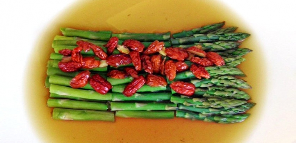 23 Asparagus with Red Dates *