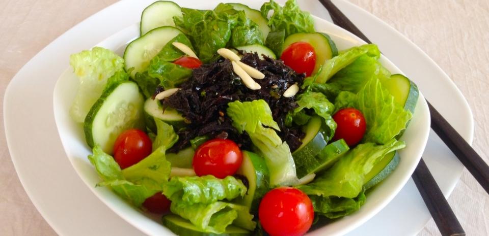 99 Seaweed and Lettuce Salad * * *
