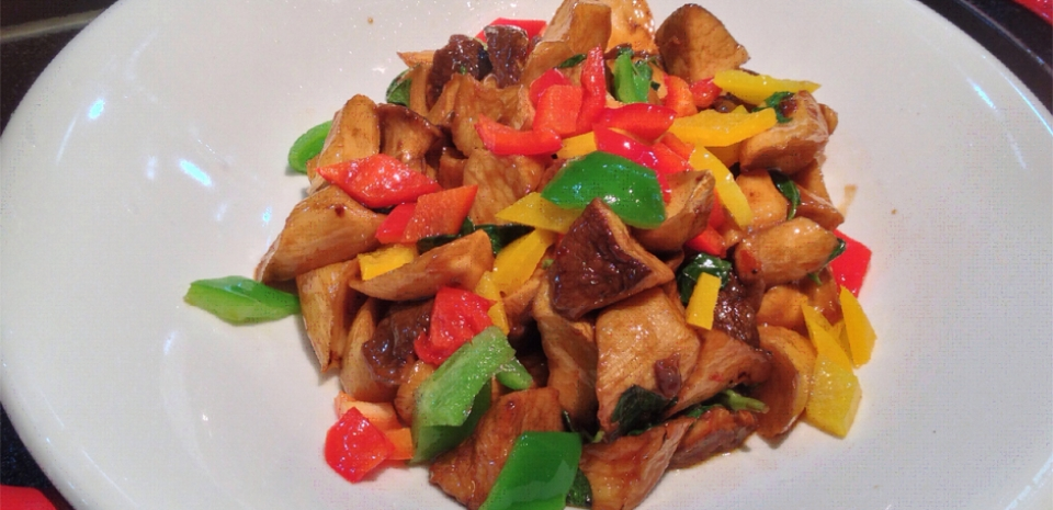 301 Stir Fried Bell Peppers with King Oyster Mushrooms and Water Bamboo in Sweet Chili Sauce