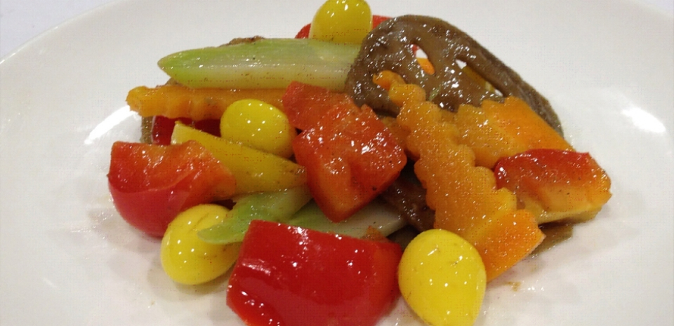 304 Stir Fried Bell Pepper with Ginkgo Nuts and Lotus Root