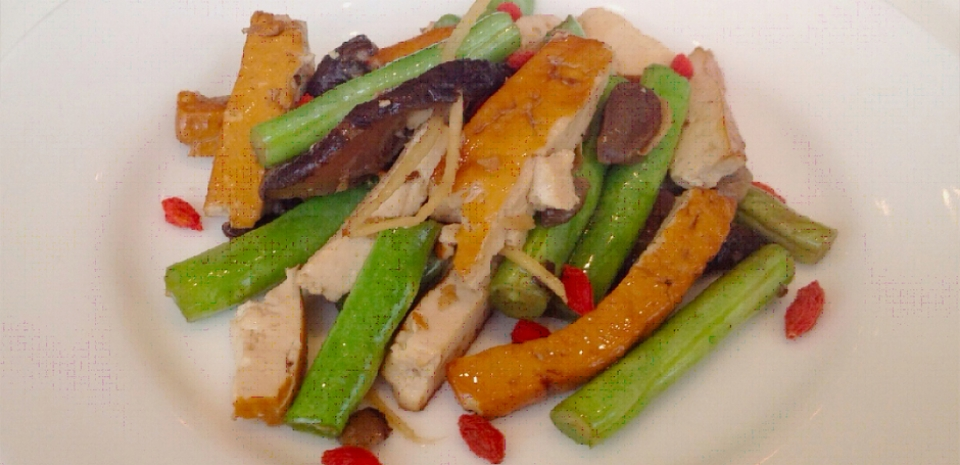 309 Stir Fried Dried Tofu, Mushrooms, and String Beans with Goji Berries